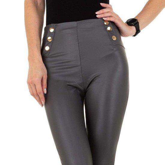 Grijze leather look legging met sierknoppen.SOLD OUT