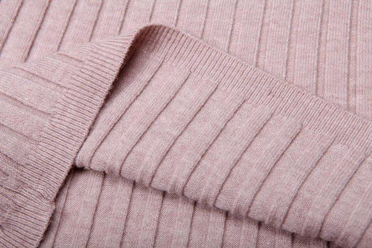 Basic rose pullover met rolkraag.