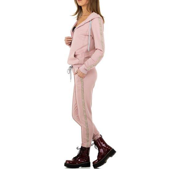 Trendy rose loungewear.