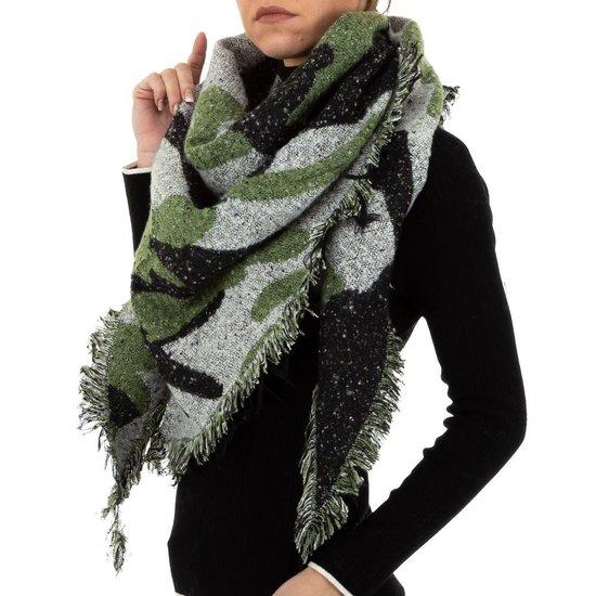 Modieuze mosgroene sjaal.