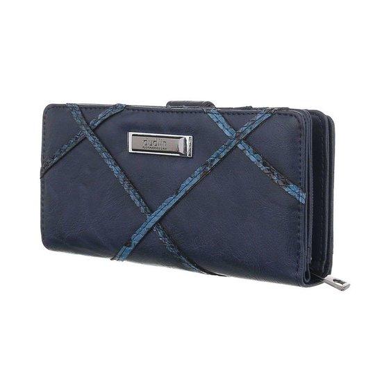 Trendy blauwe portemonnee met detail van slangenprint.