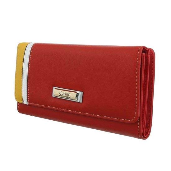 Rode portemonnee met kleurendetail.