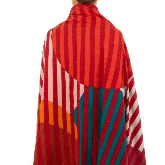 Sjaal met rode lijnen.