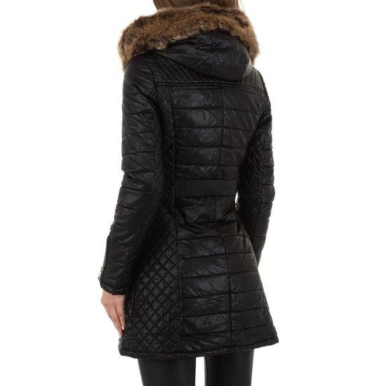 Stylish zwart/beige gewatteerde jas in leatherlook.