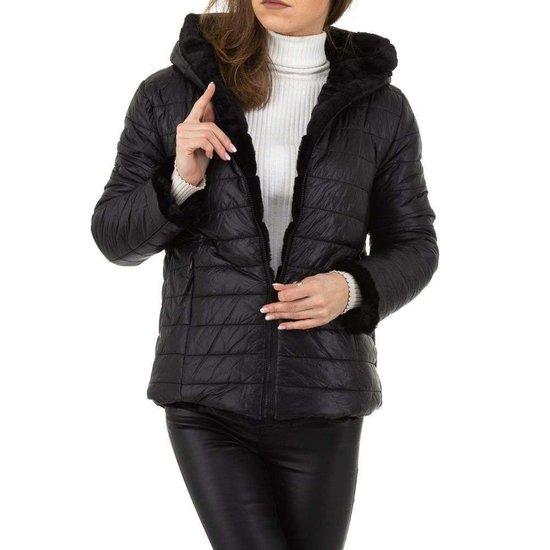 Omkeerbare korte zwarte jas.