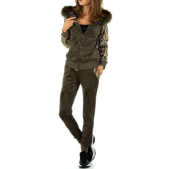 Fashion armygreen loungewear.