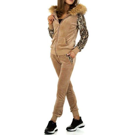 Fashion kaki loungewear.