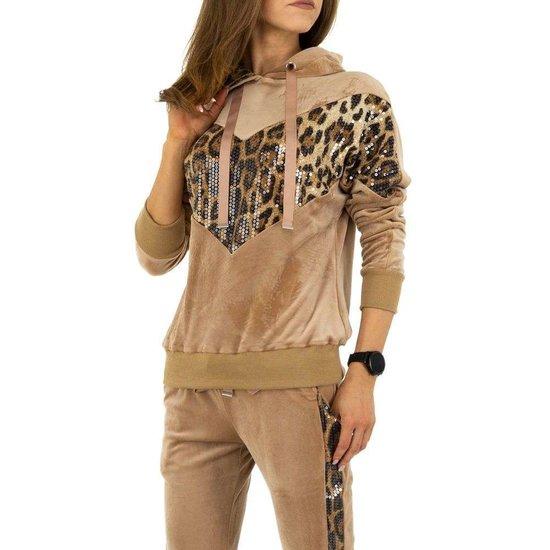 Trendy kaki loungewear in velours.