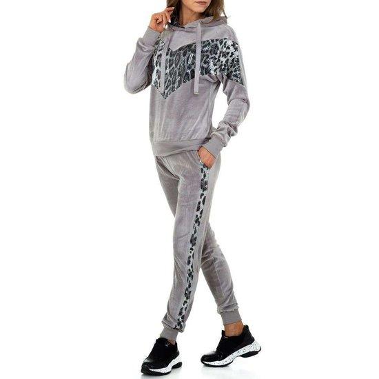 Trendy grijze loungewear in velours.SOLD OUT