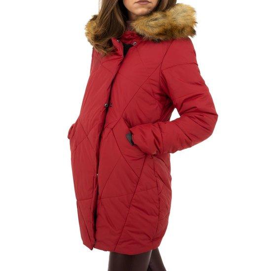 Warme rode gewatteerde jas.