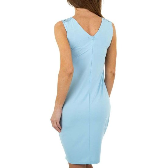 Blauwe bodycon jurk.