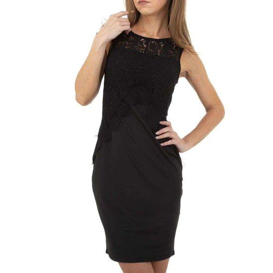 Zwarte trendy bodycon jurk.