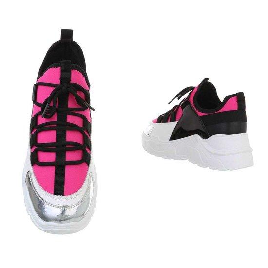 Trendy fuchsia sneaker Rebecca.