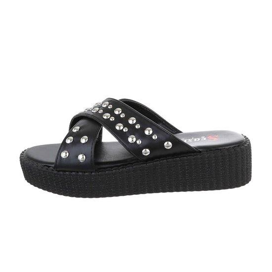 Trendy zwarte platform sandaal Olive.