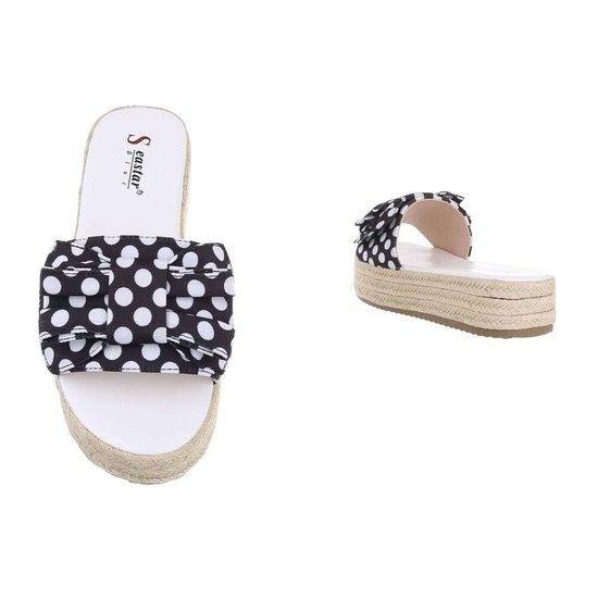 Trendy zwart/witte sandaal Pemma.