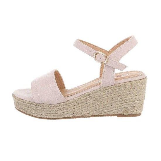 Roze daimen halfhoge sandaal met sleehak.
