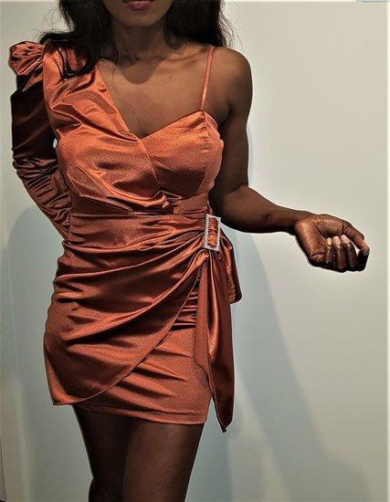 Trendy groene en oranje asymetrische  jurk.