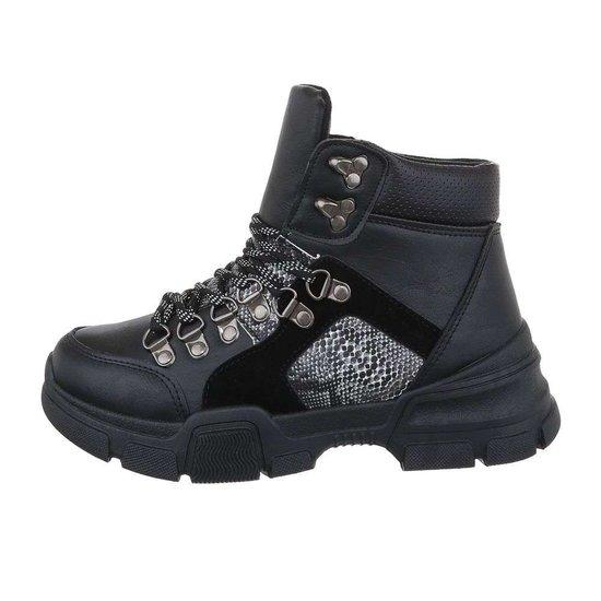 Trendy hoge zwarte sneaker Siya.