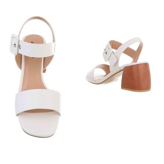 Modieuze witte sandaal Ester.