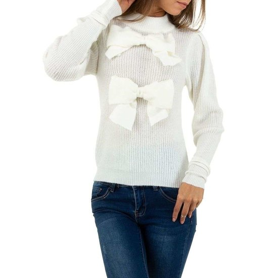 Witte trendy pullover.