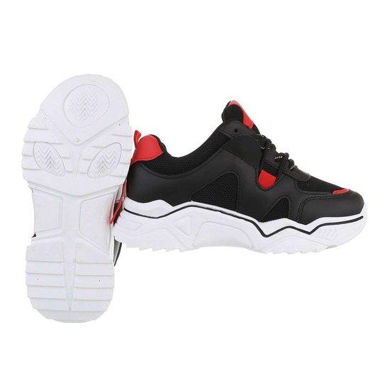Trendy lage zwarte sneaker Gerda.