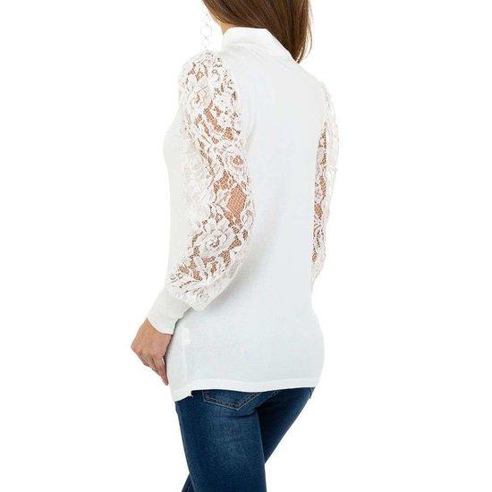 Klassieke witte pullover.