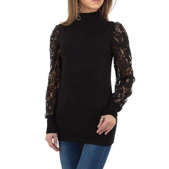 Klassieke zwarte pullover.