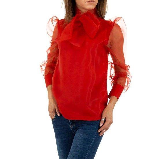 Trendy rode blouse met transparante rug.