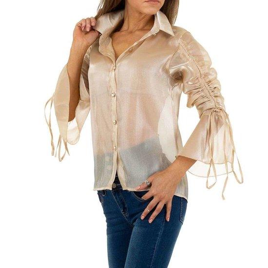 Trendy licht glanzende beige blouse.