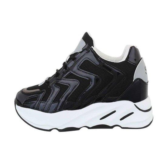 Fashion hoge zwarte sneaker Masha.