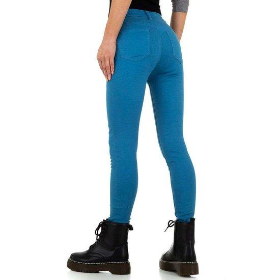 Trendy licht blauwe jeans.