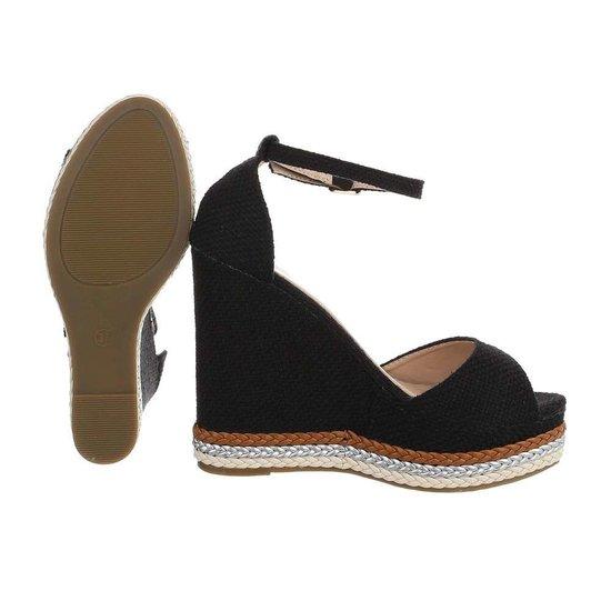 Modieuze zwarte wedge sandaal Maral.