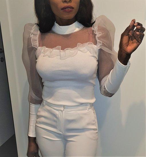Vrouwelijke witte blouse.