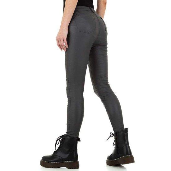 Grijze leatherlook broek met hoge taille.