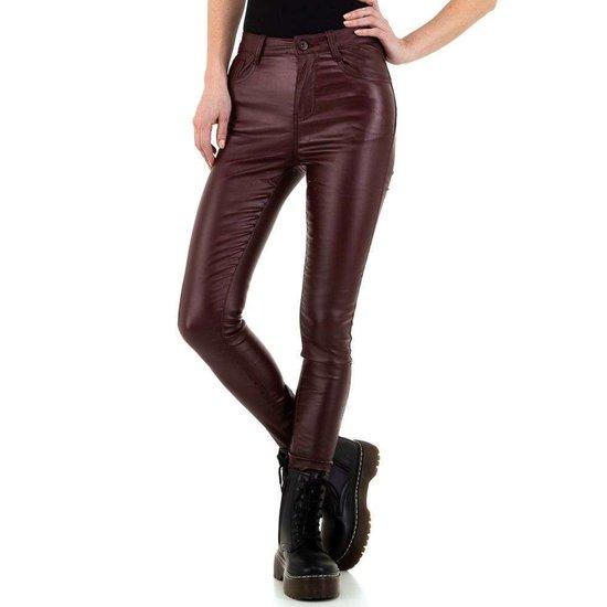 Bordeaux leatherlook broek met hoge taille.