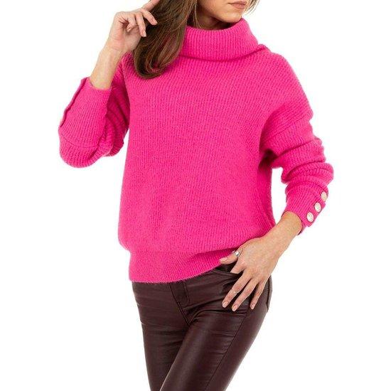 Oversized fuchsia pullover.
