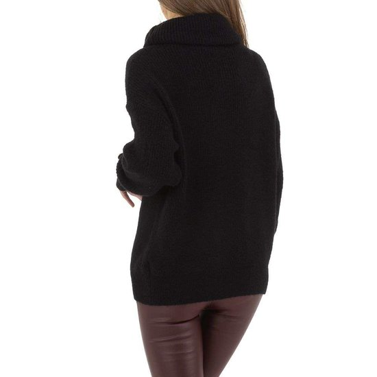 Oversized zwarte pullover.