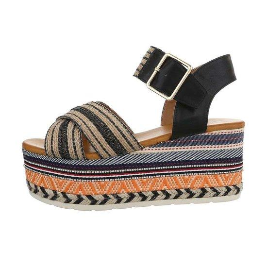 Trendy zwarte platform sandaal Micha.