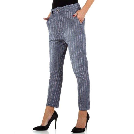 Trendy blauwe chino broek.