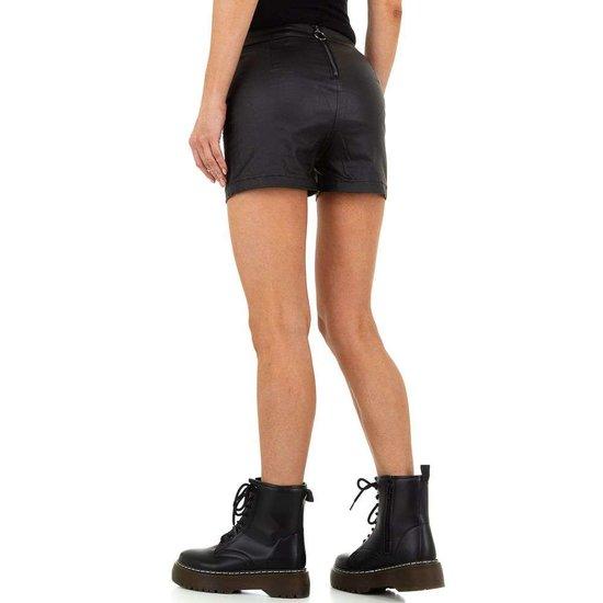 Casual zwarte highwaist short.