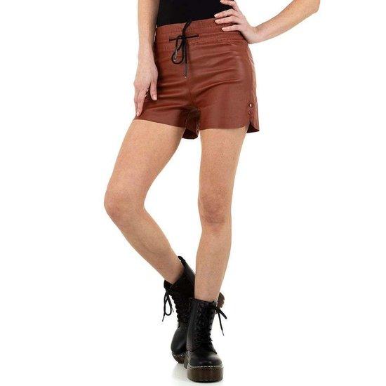 Hippe donkerrode leatherlook short.
