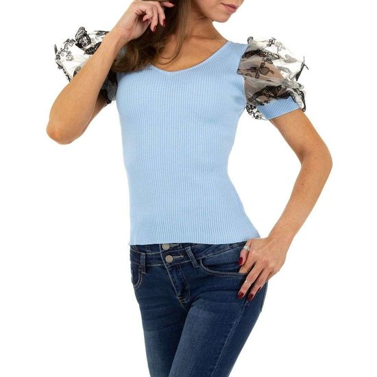 Trendy licht blauwe blouse/top.