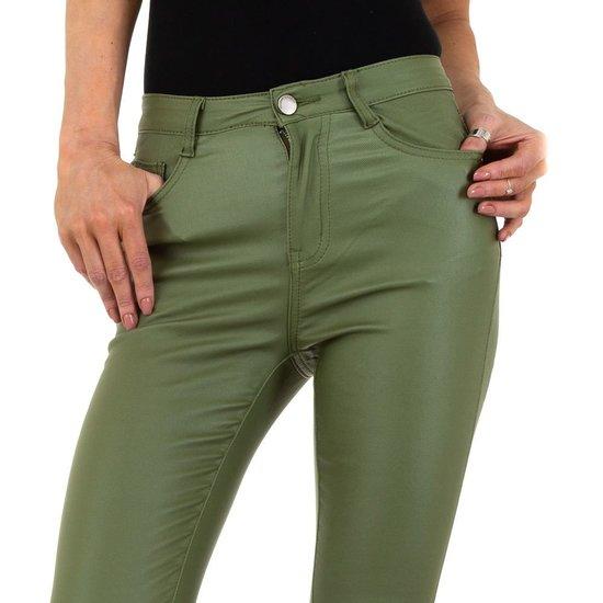 Trendy groene leatherlook broek.