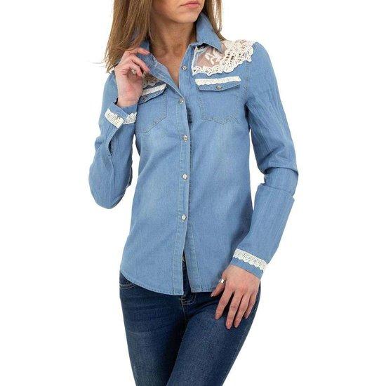 Trendy blue jeanshemd .