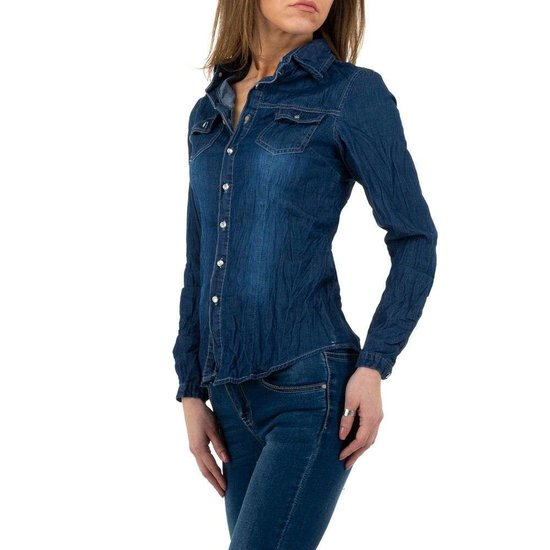 Donkerblauw jeans hemd.