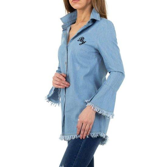Licht blauw jeans hemd met trompet mouwen.