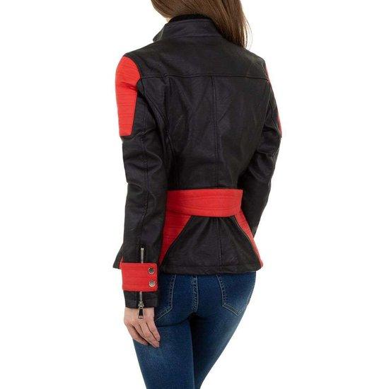 Trendy zwarte leatherlook biker jacket.