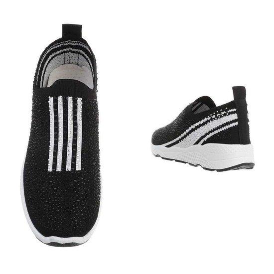 Zwarte lage step in sneaker Lize.