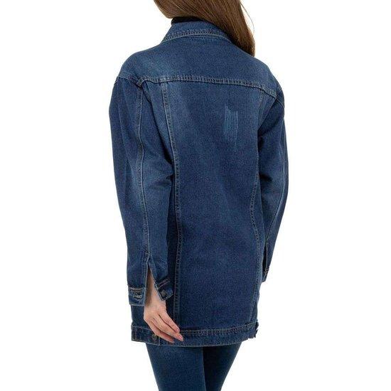Trendy jeans jas met blauwe afneembare pels.
