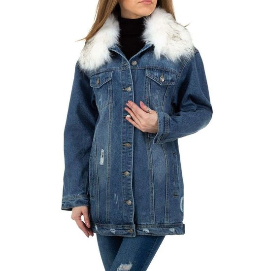 Trendy jeans jas met witte afneembare pels.